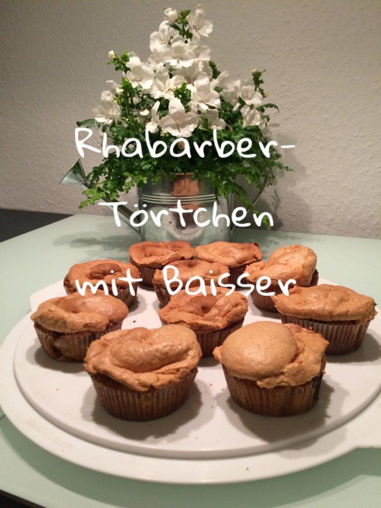 Rhabarber- Törtchen mit Baisser